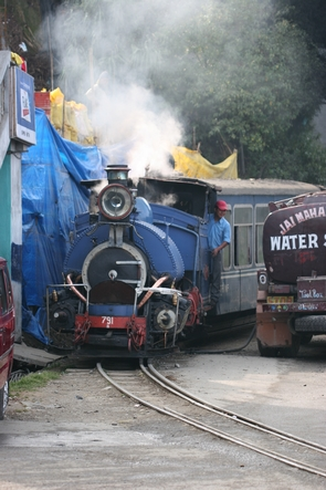 Le petit train de Darjeeling arrive… et c'est la pagaille !