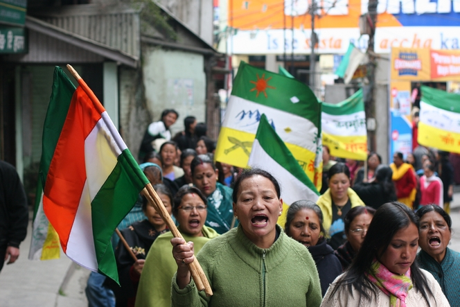 Manifestantes scandant « We want Gorkhaland ! » à Darjeeling.