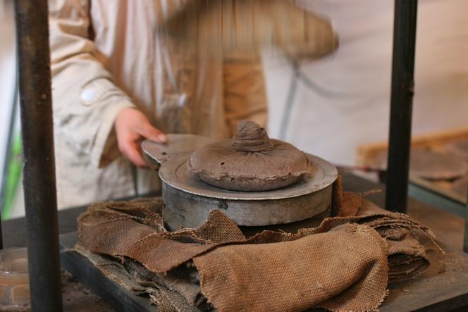 Galette de thé Pau Er compressée mécaniquement.