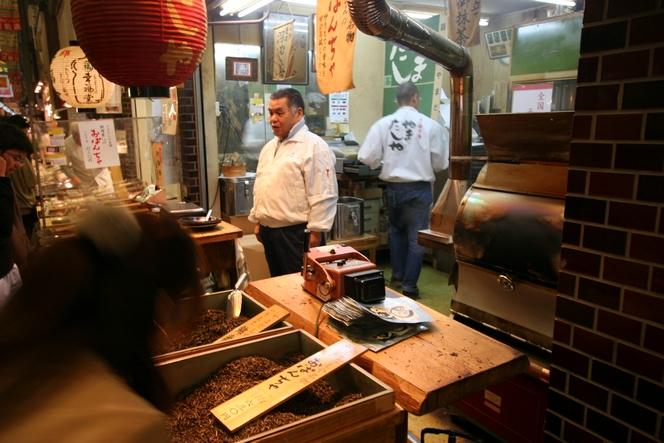 A Kyoto, une boutique de thé dans un marché couvert