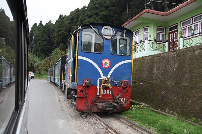 Le petit train de Darjeeling sait prendre son temps