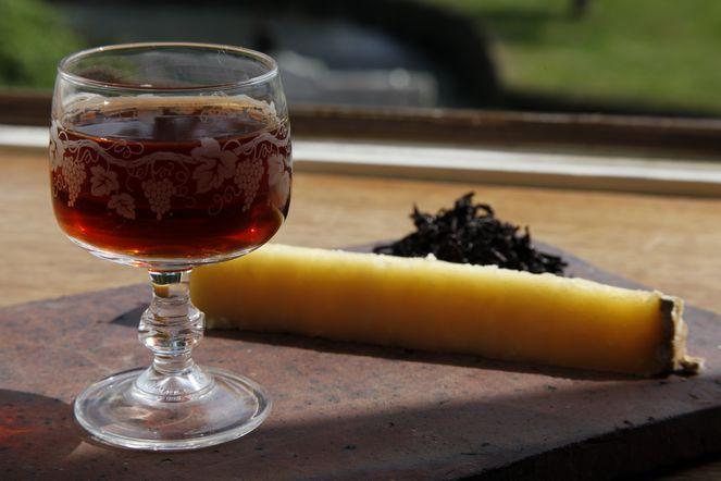 Accord mets et thé : Cantal Vieux et Bourgeon de Pu Erh