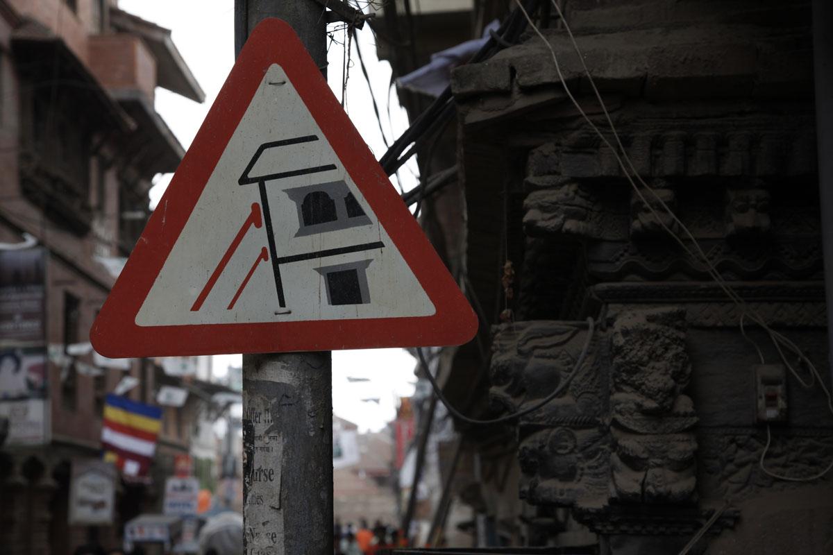 Au Népal, la reconstruction se fait attendre