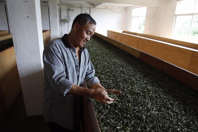 Xuan Dong Wu dans son usine